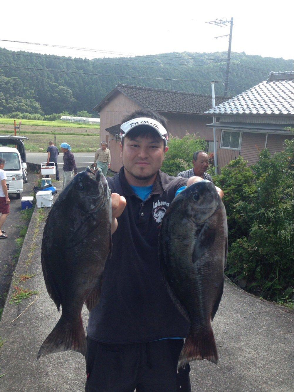 田辺 浩士さんの投稿画像,写っている魚はメジナ