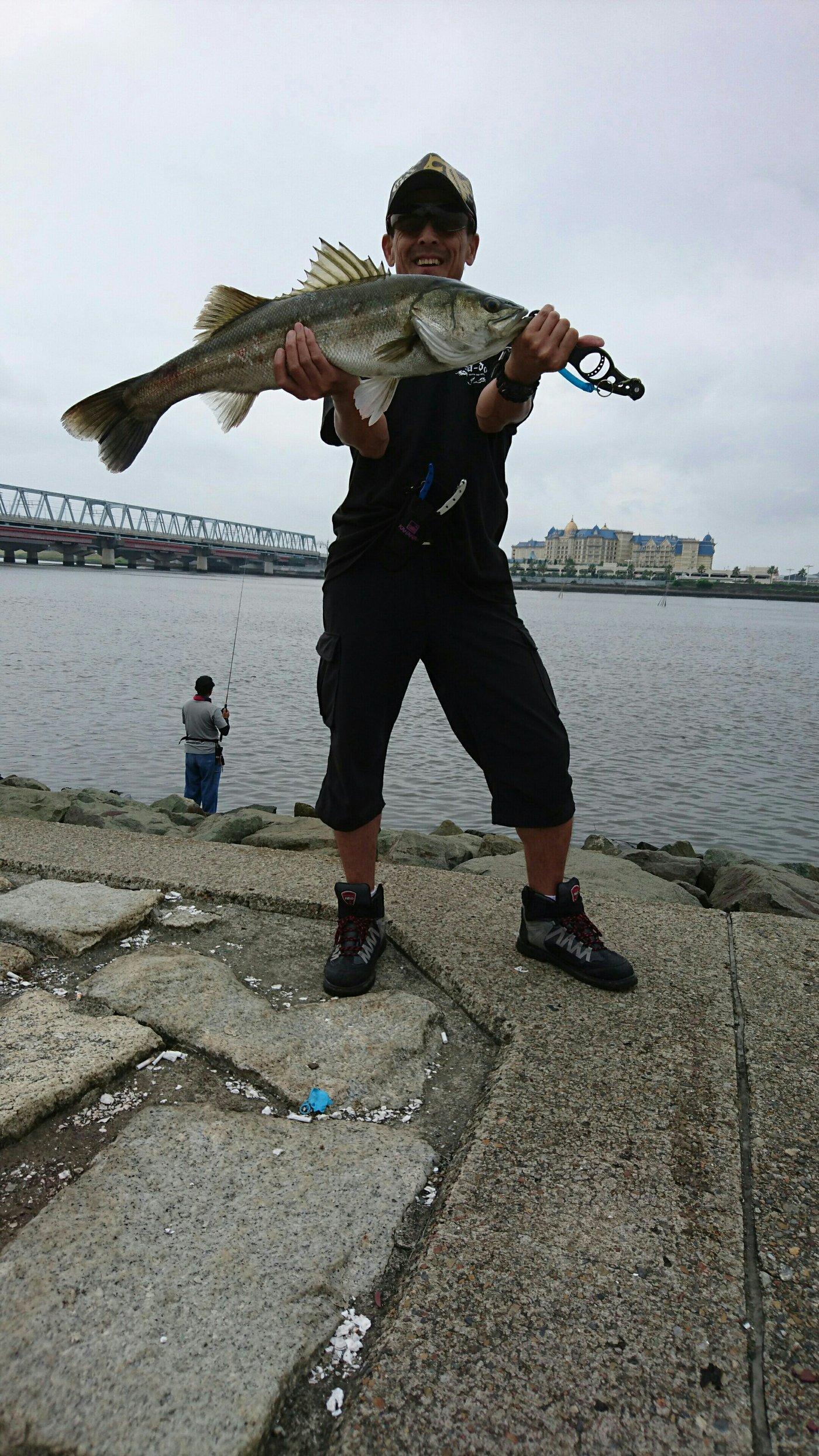 ルアーフィッシングさんの投稿画像,写っている魚はスズキ