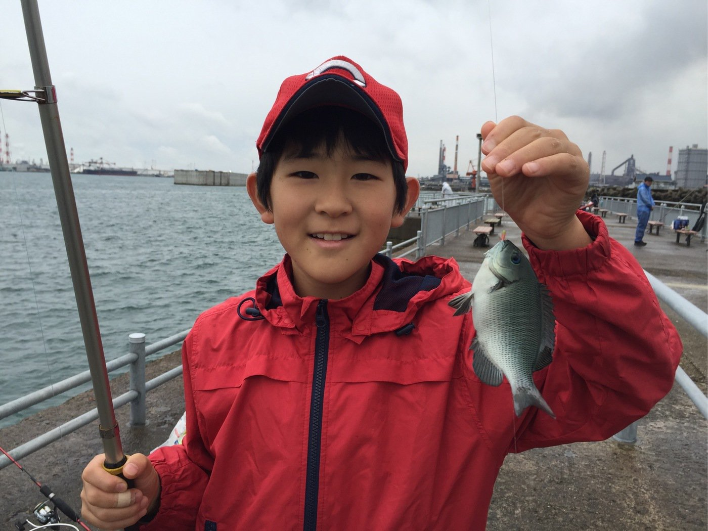 fish hunter 57号さんの投稿画像,写っている魚はメジナ
