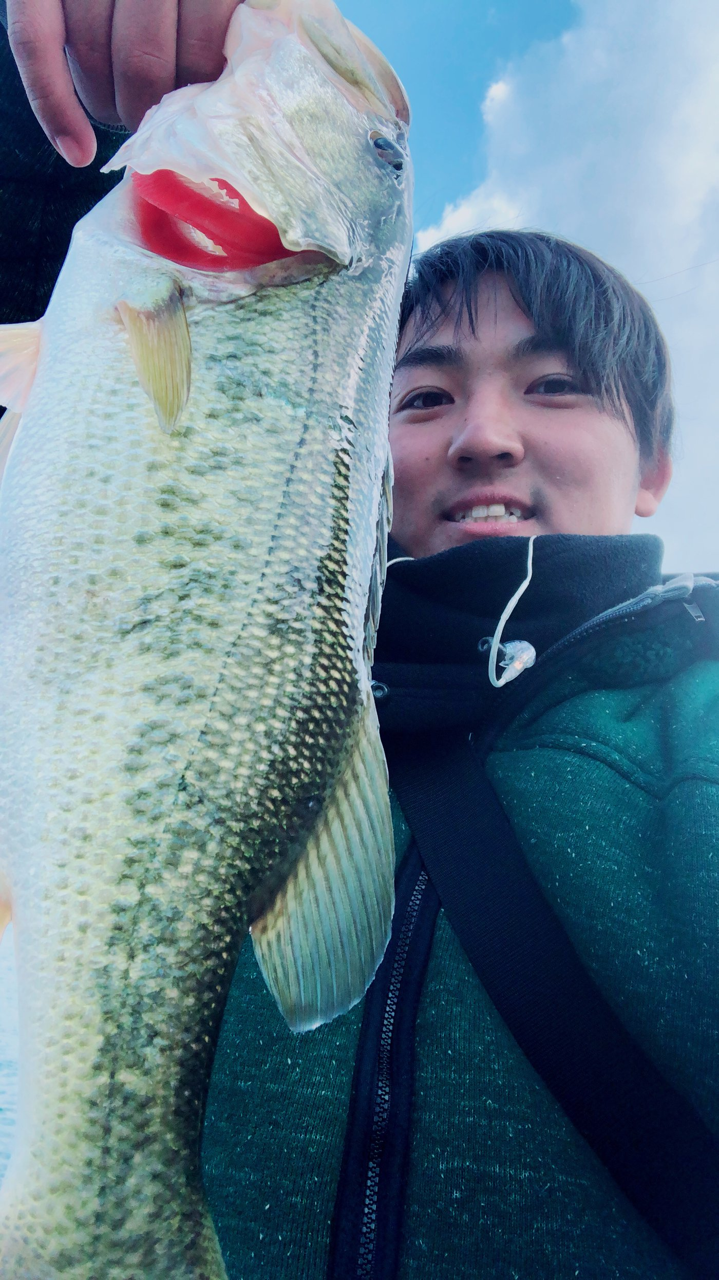 Shuta Okuさんの投稿画像,写っている魚はブラックバス
