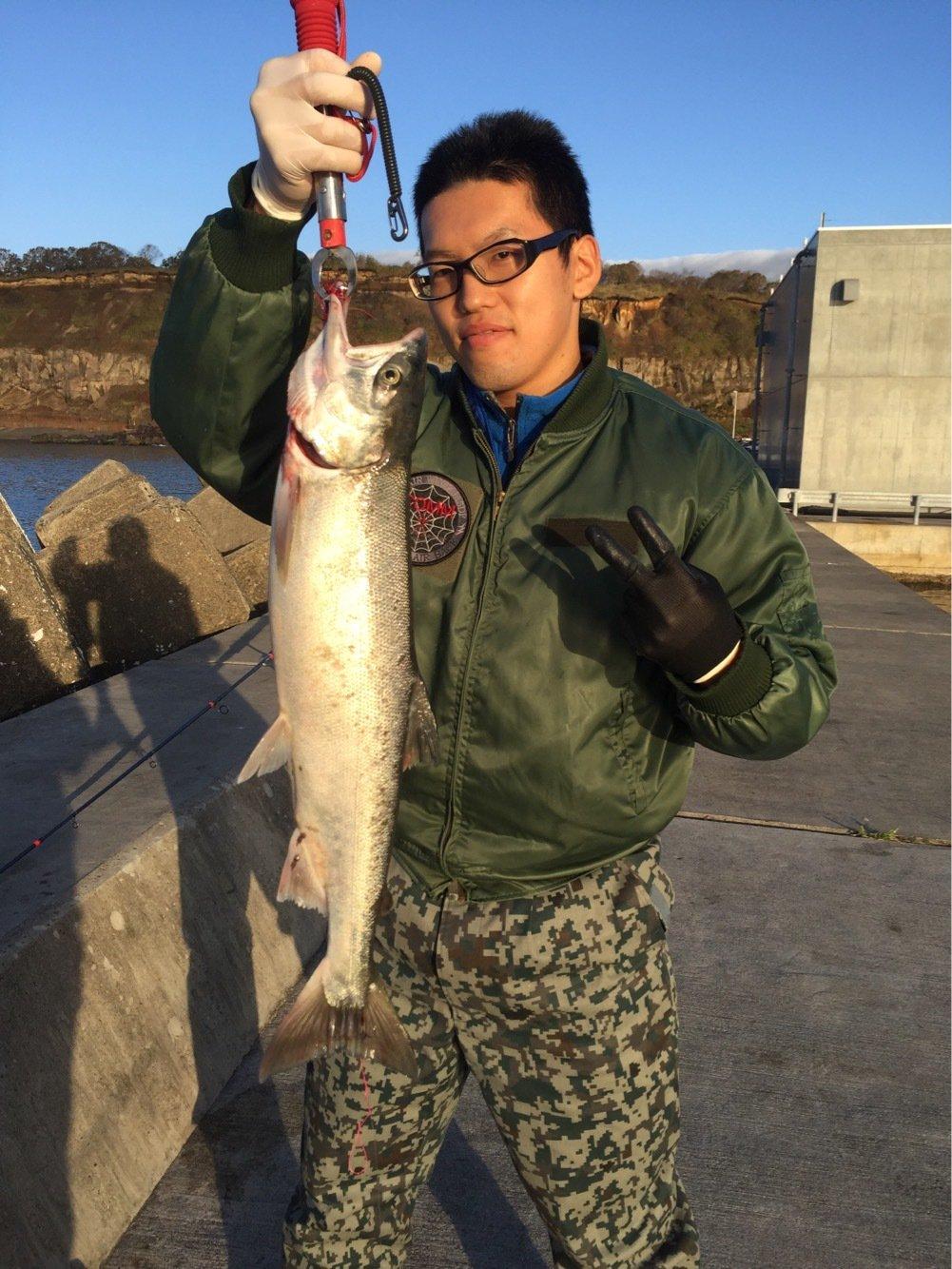 佐藤優一さんの投稿画像,写っている魚はサケ