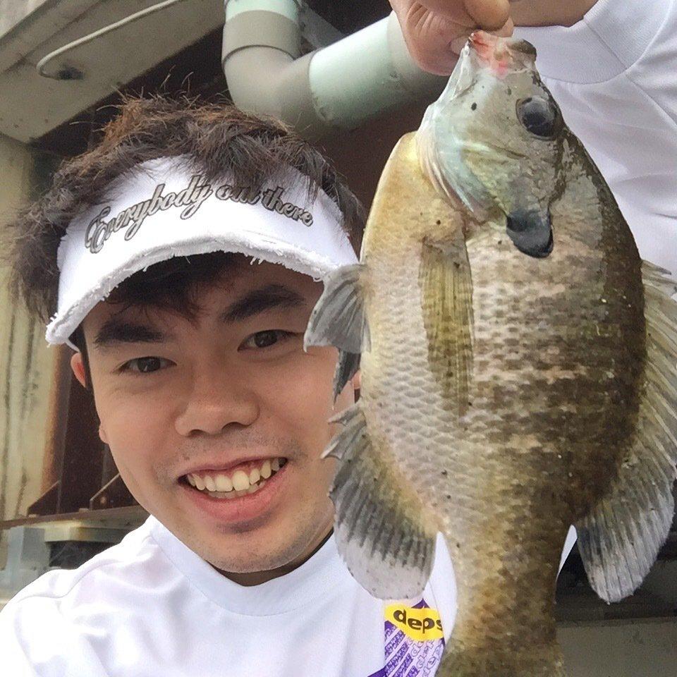 阪部真一さんの投稿画像,写っている魚はブルーギル