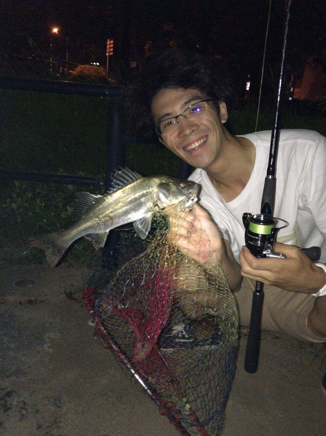 ともたゆうとさんの投稿画像,写っている魚はスズキ