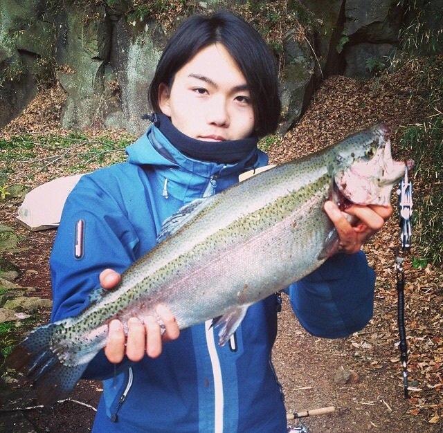 スズキリさんの投稿画像,写っている魚はニジマス