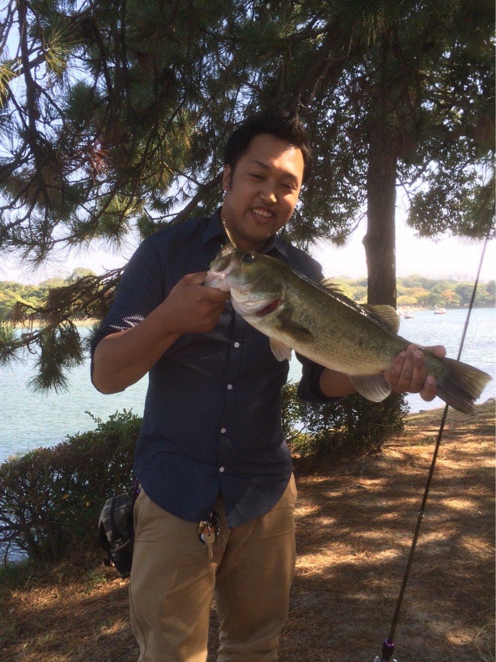 アーロンさんの投稿画像,写っている魚はブラックバス