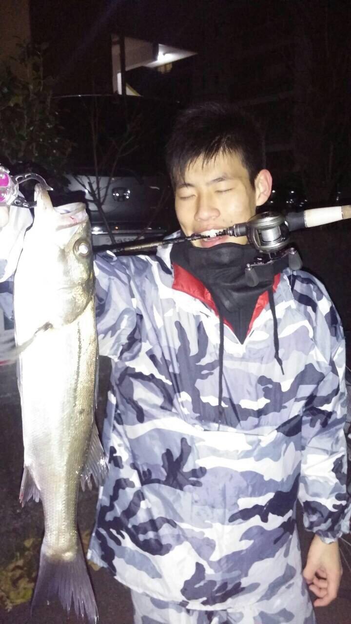 わかめ太郎さんの投稿画像,写っている魚はスズキ