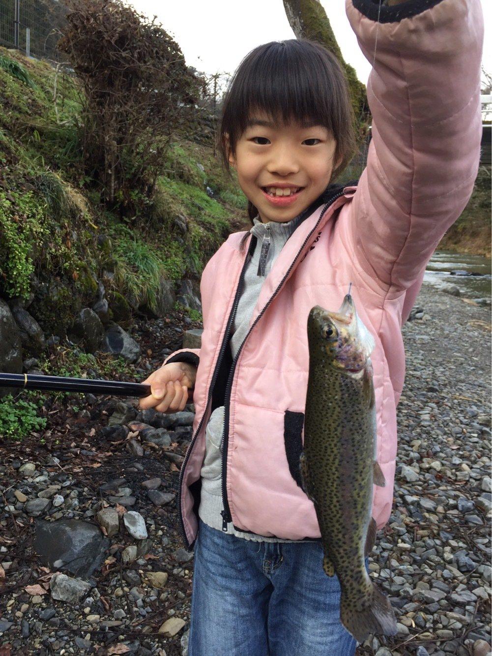 fish hunter 8号さんの投稿画像,写っている魚はニジマス