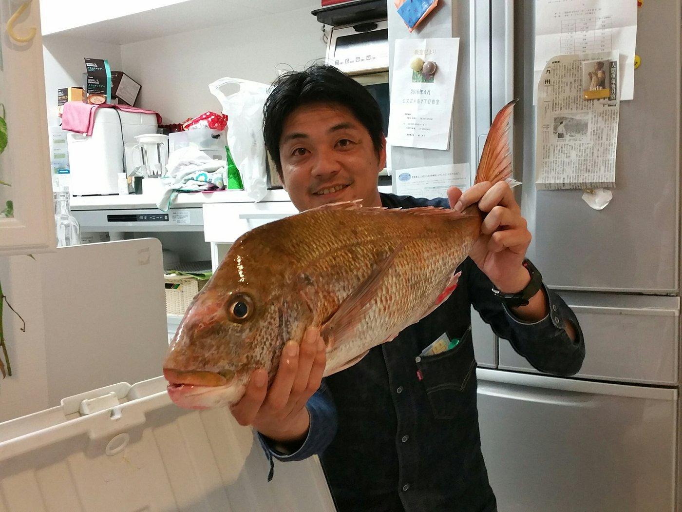 山下真矢さんの投稿画像,写っている魚はマダイ