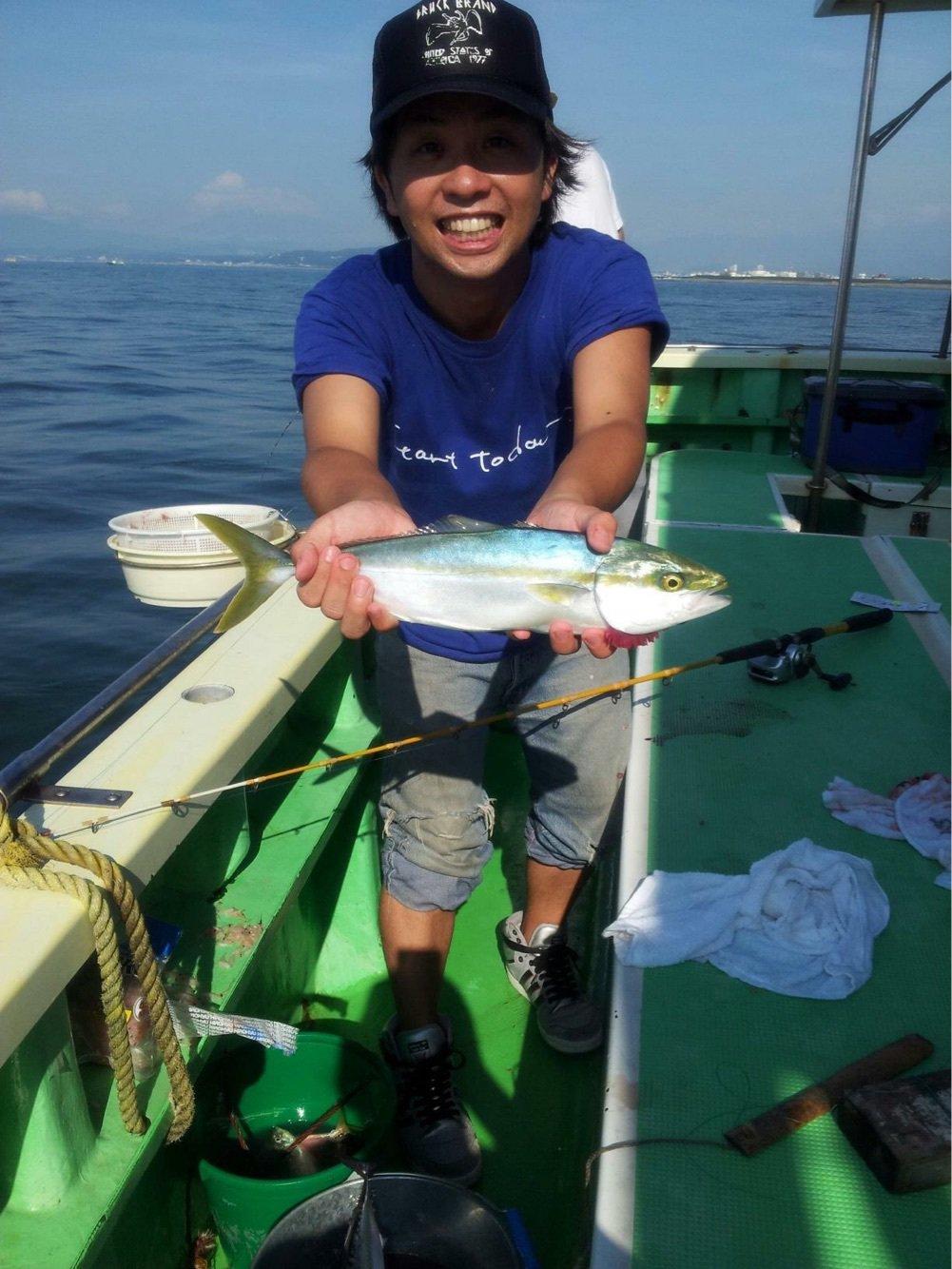 高橋一成さんの投稿画像,写っている魚はブリ