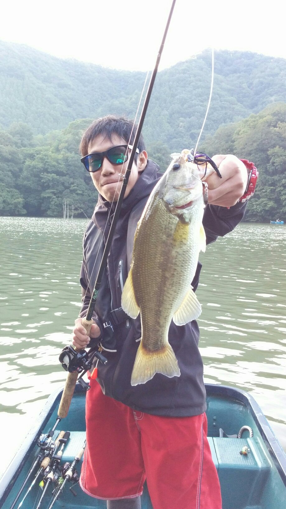 カズヤさんの投稿画像,写っている魚はブラックバス
