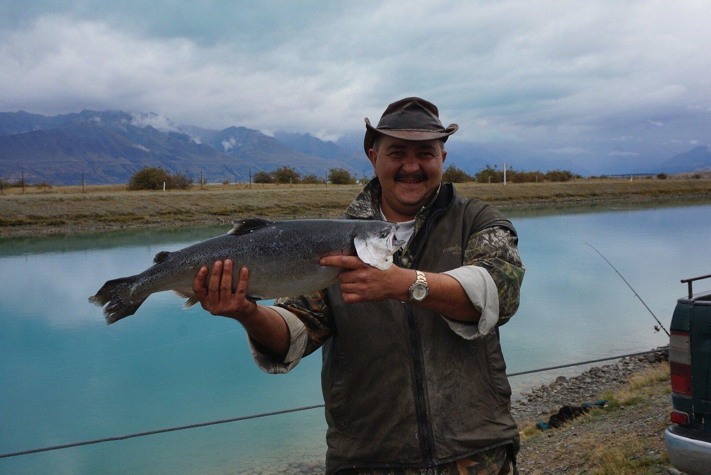 T岡さんの投稿画像,写っている魚はサケ