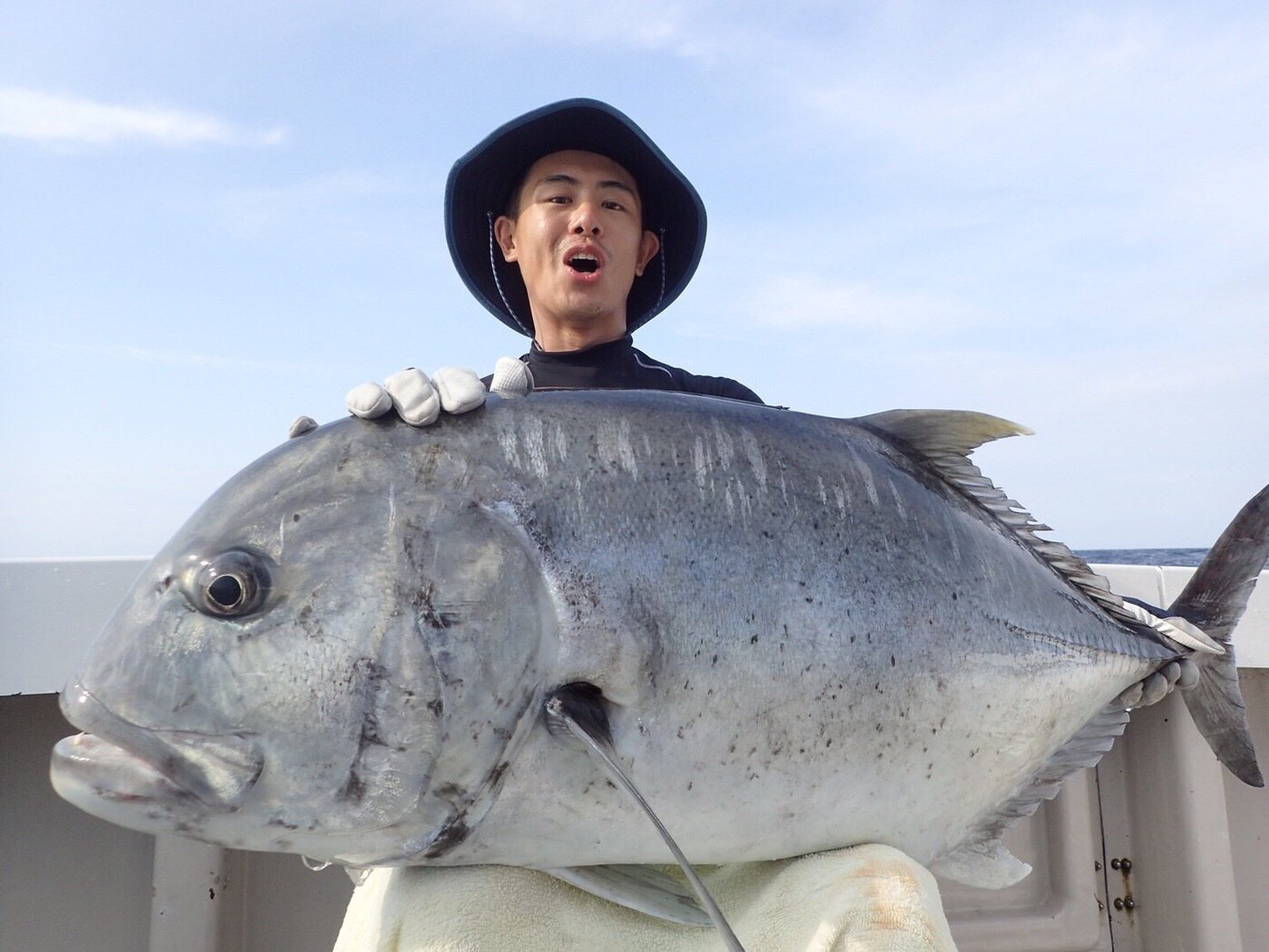 ossamさんの投稿画像,写っている魚はロウニンアジ