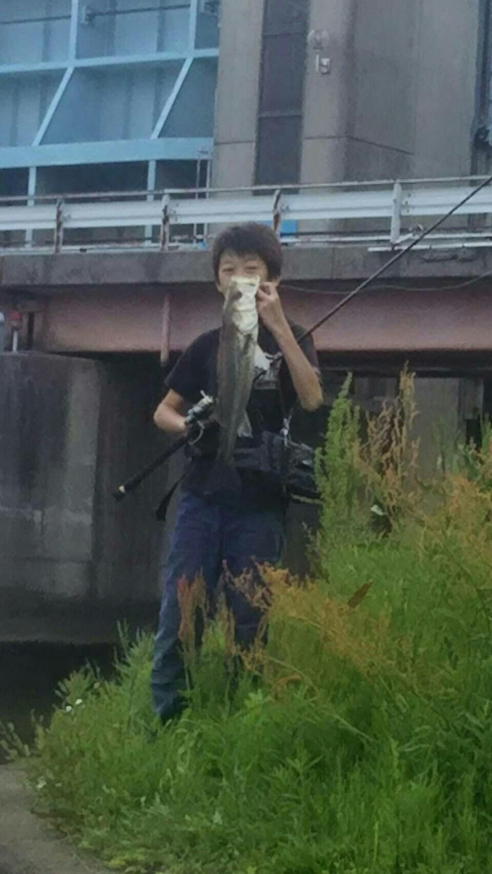 海智さんの投稿画像,写っている魚はスズキ