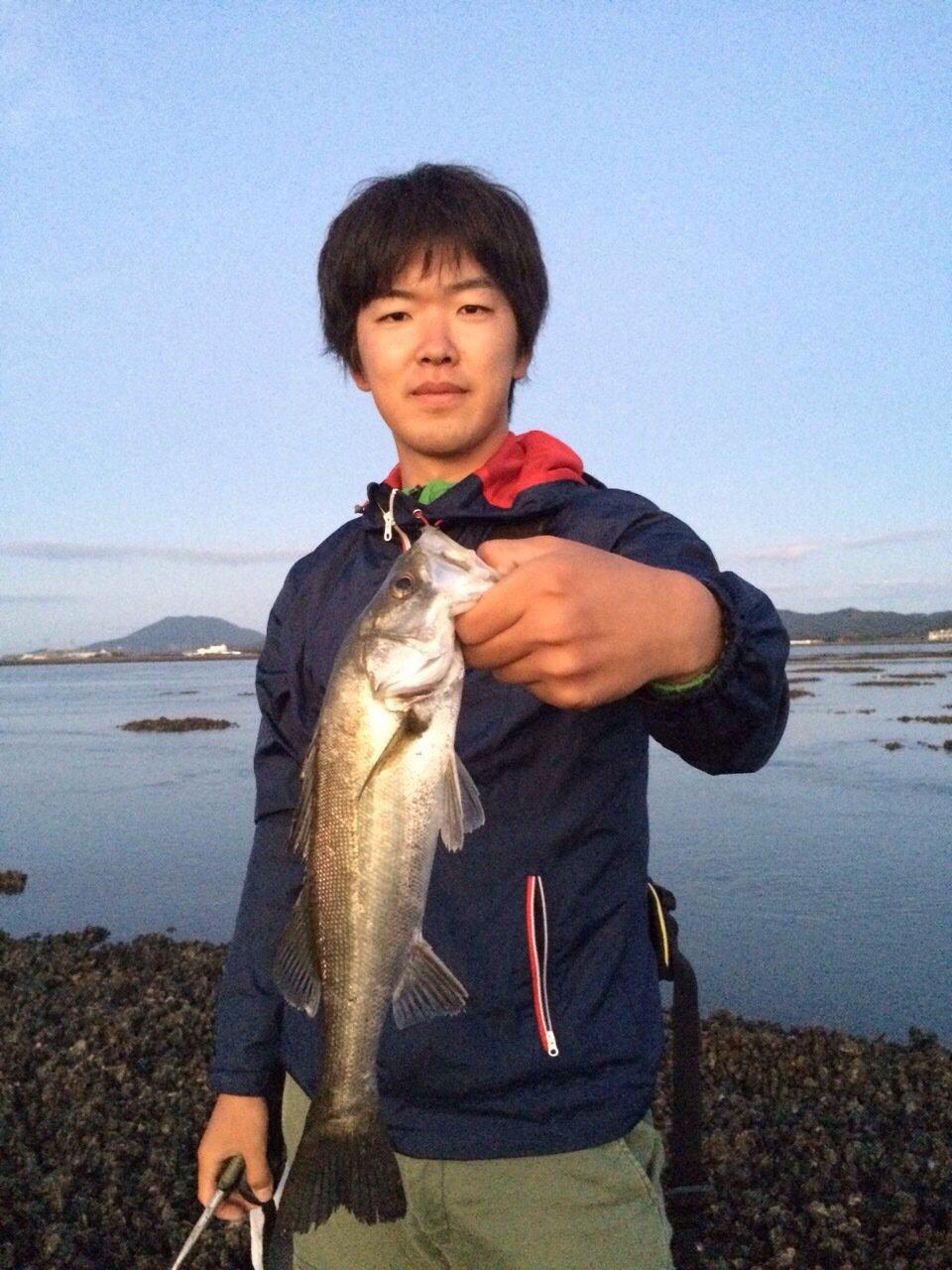 ヒキジリさんの投稿画像,写っている魚はスズキ